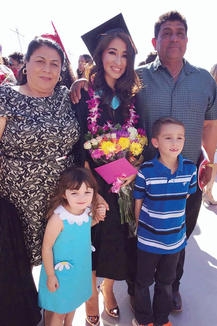 Deisy Castro celebró con su familia cuando cumplió su sueño de graduarse de la universidad. Castro aporta a la comunidad como profesora de educación especial, un trabajo que no muchos maestros ...