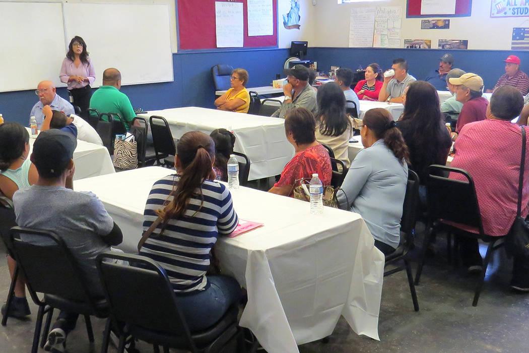 Decenas de personas asistieron al 'Taller de inmigración sobre violencia doméstica', el cual tuvo una duración de cuatro horas. Viernes 11 de agosto en Hermandad Mexicana Transnacional. | F ...