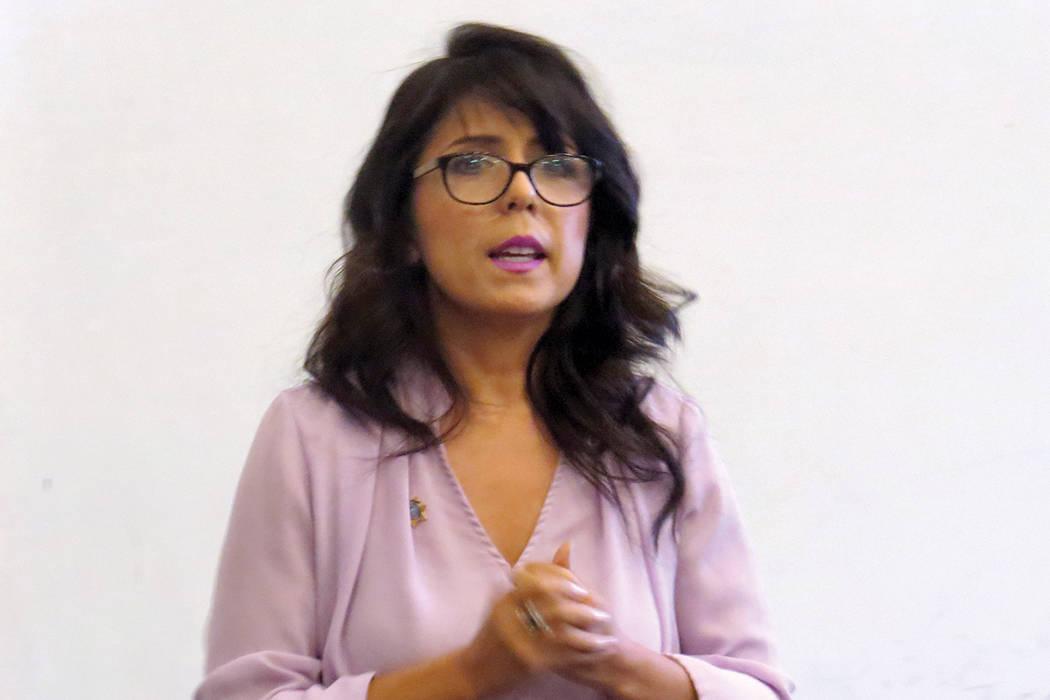 """""""Desgraciadamente la violencia doméstica es un problema de ciclos generacionales"""": Arlene Rivera, ombudsman de la oficina del Fiscal General de Nevada. Viernes 11 de agosto en Hermandad Mexic ..."""