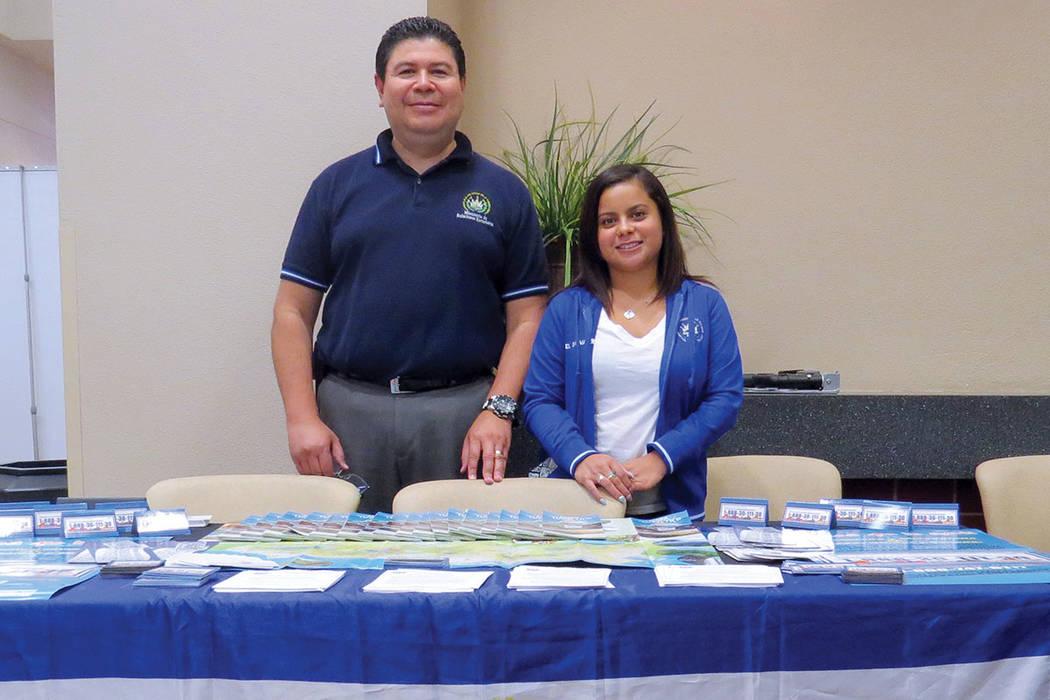 El Consulado de El Salvador en Las Vegas se unió al Taller de Prevención de Fraude de la congresista Dina Titus. Miércoles 9 de agosto en el Centro Comunitario del Este de Las Vegas.   Foto Ant ...