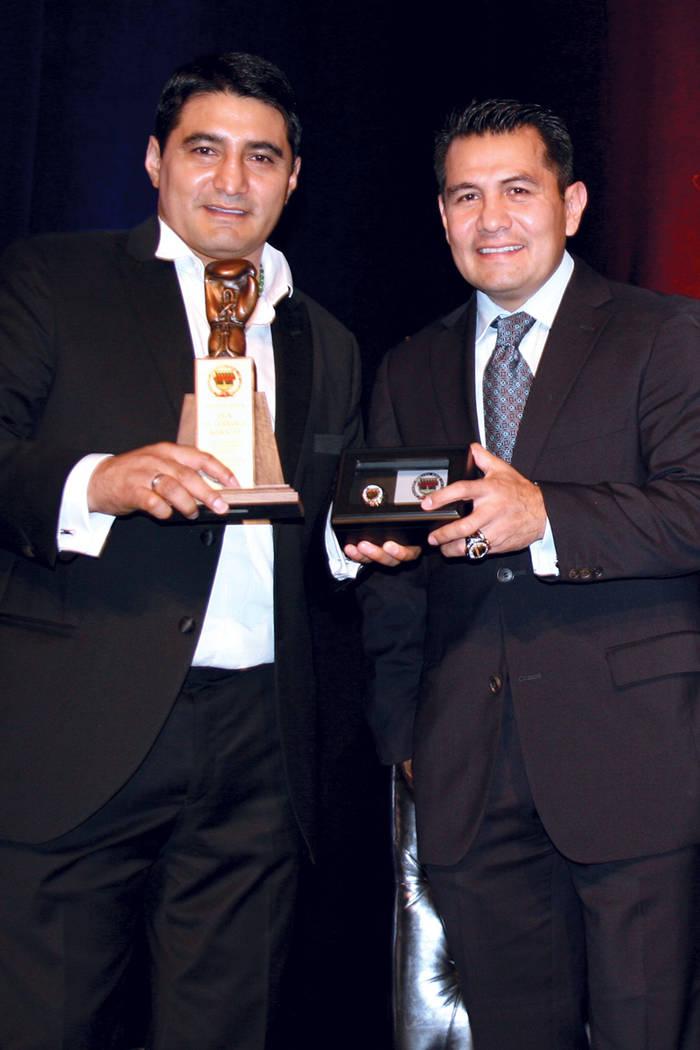 Erik Morales (izquierda) y Marco Antonio Barrera en la 5ª. edición del Salón de la Fama del Boxeo de Nevada, en el hotel Caesars Palace, el 12 de agosto del 2017. | Foto Valdemar González/ El  ...