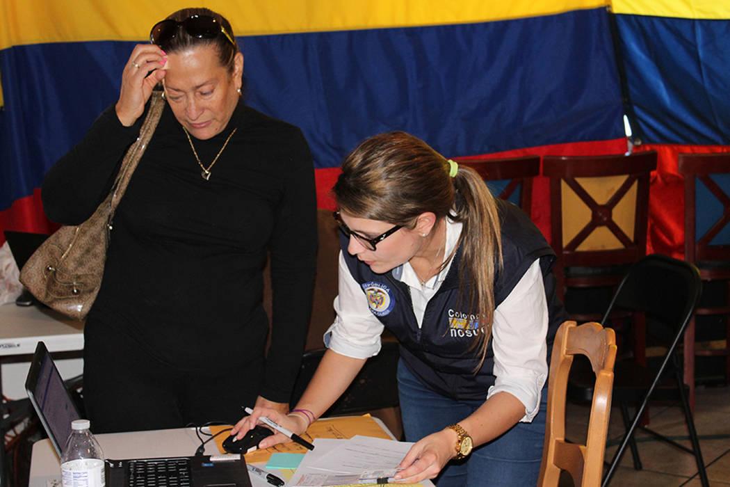 ARCHIVO- La vicecónsul del Consulado de Colombia en San Francisco, Diana Páez, ha recibido hasta 5 declaraciones por semana para el reconocimiento oficial a las personas exiliadas por el conflic ...