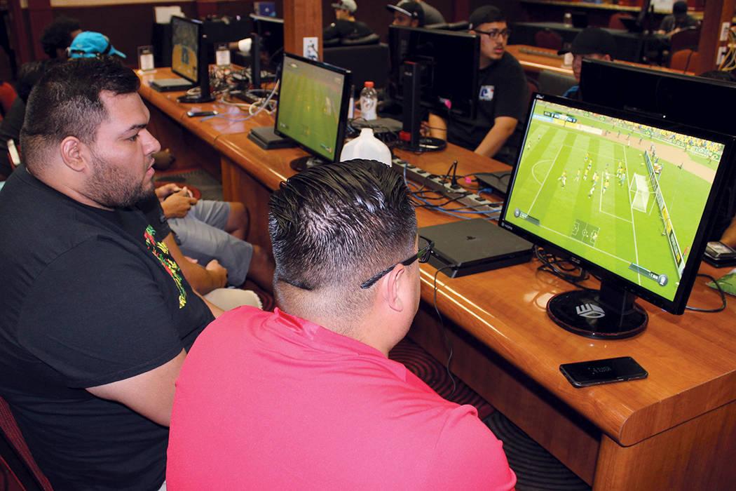 La empresa espera tener pisos completos de jugadores de EA Sports en los casinos. Domingo 13 de agosto en el casino Silver 7.   Foto Cristian De la Rosa/ El Tiempo.