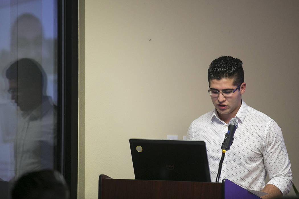 'Soñador' Jose Yañez, estudiante local de Las Vegas y estudiante de la Universidad de Princeton, habla en el Consulado de México en Las Vegas el martes, 15 de agosto de 2017. | Bridget Bennett  ...