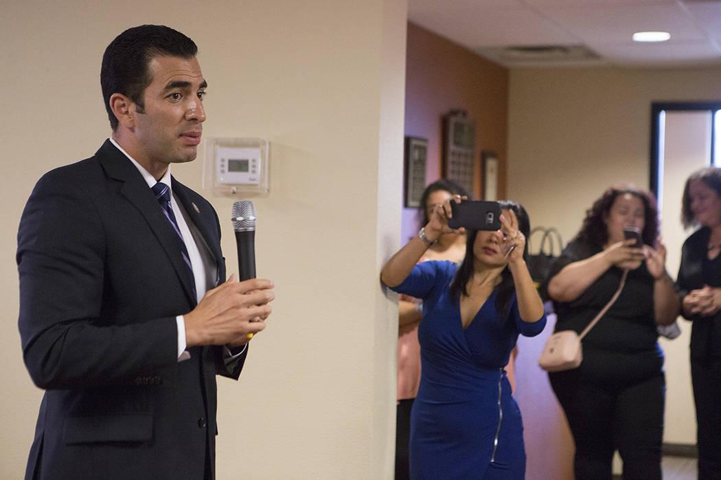 El Representante Rubén Kihuen, D-Nev., Habla durante un evento aniversario del DACA en el Consulado de México en Las Vegas el martes, 15 de agosto de 2017. | Bridget Bennett Las Vegas Review-Jou ...