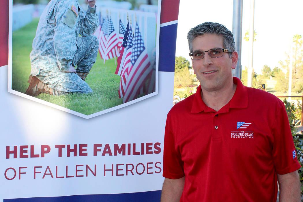 John Coogan, director ejecutivo de Folden Flag, explicó que la organización ayuda a familias de militares mediante la educación. Viernes 18 de agosto en el campo de golf Angel Park. Viernes 18  ...