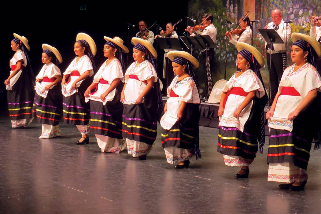La categoría infantil del grupo Izel representó bailables tradicionales de Veracruz y Michoacán. Sábado 19 de agosto en Cashman Center. | Foto Anthony Avellaneda/ El Tiempo.