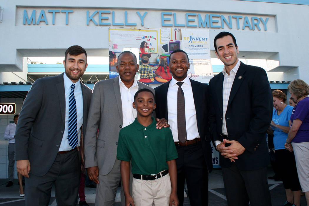 Desde la izquierda: Michael Flores, de Nevada Youth Network, comisionado Lawrence Weekly, asambleísta William McCurdy II con su hijo al frente, y el congresista Rubén Kihuen. Lunes 14 de agosto  ...