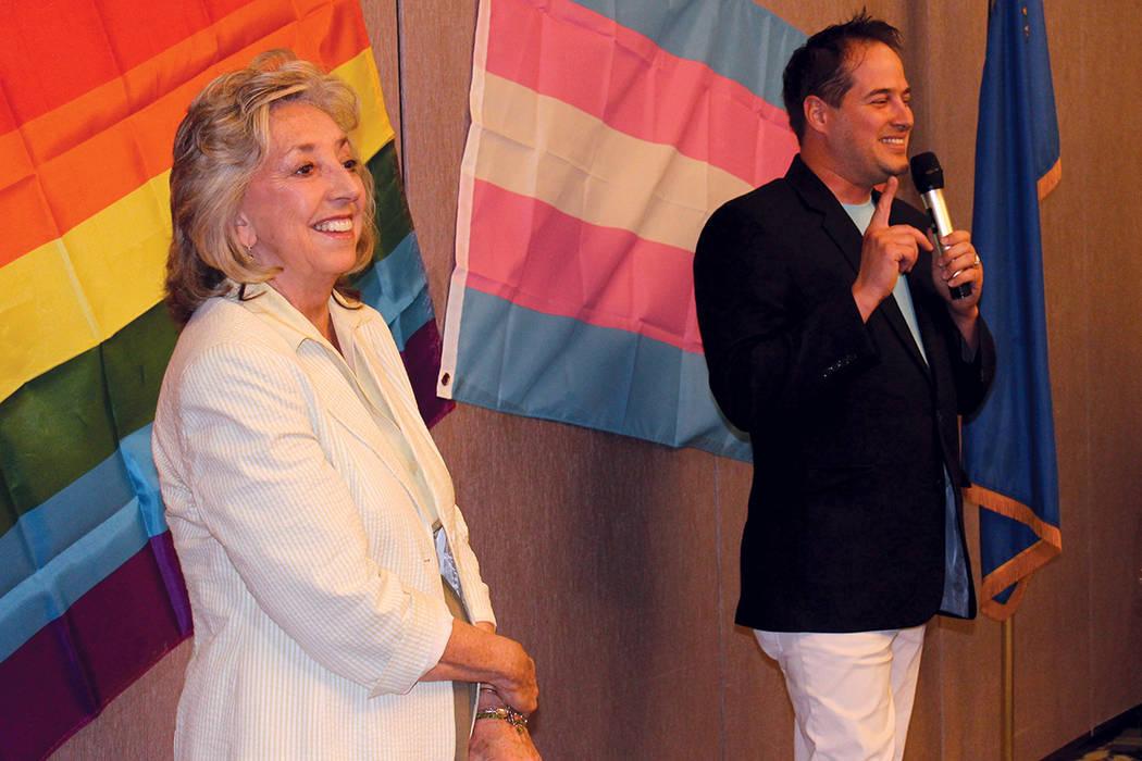Dina Titus fue la única en presentarse con el club demócrata de los invitados anunciados. Miércoles 16 de agosto en The Center.   Foto Cristian De la Rosa / El Tiempo.