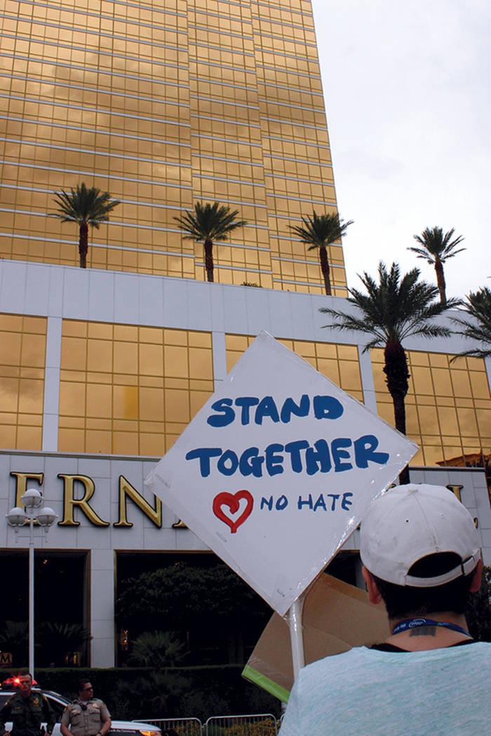 7. Jake Marko, asistió en representación de Our Revolution Nevada, dijo que el racismo ha existido en el país por generaciones. Foto Torre Trump en Las Vegas, Nevada, 23 de agosto 2017. | Foto  ...