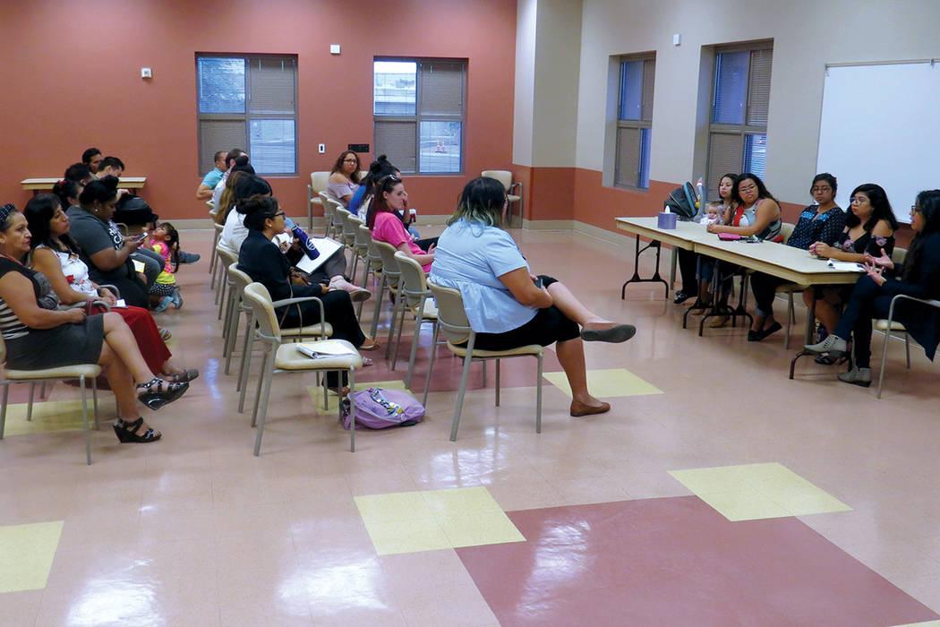 Comunidad y organizaciones continúan uniendose para mostrar los impactos del programa DACA. Miércoles 23 de agosto en el Centro Comunitario del Este de Las Vegas. | Foto Anthony Avellaneda / El  ...