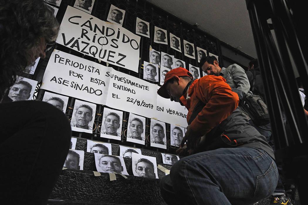 En la Ciudad de México, fotografías de Cándido Ríos fueron colocadas en las escaleras de entrada a la Secretaría de Gobernación, entidad de la que depende el Mecanismo para la Protección de ...