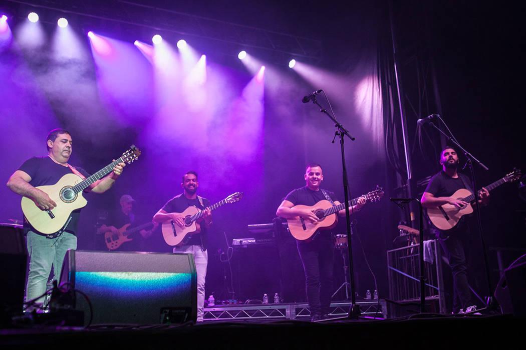 5 guitarras acústicas y el aplauso del público como castañuelas son la base musical de los Gitanos. Fotos tomadas el 26 de agosto en el Red Rock Station Casino. | Foto cortesía.