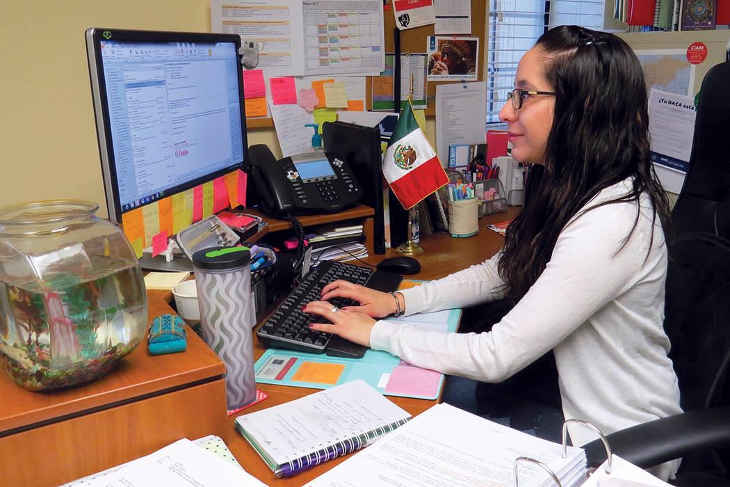 La cónsul de Protección, Rebeca Ramírez, habló con El Tiempo sobre los 'Talleres de diagnóstico migratorio' sin costo para la comunidad mexicana. Sábado 26 de agosto en el Consulado de M ...