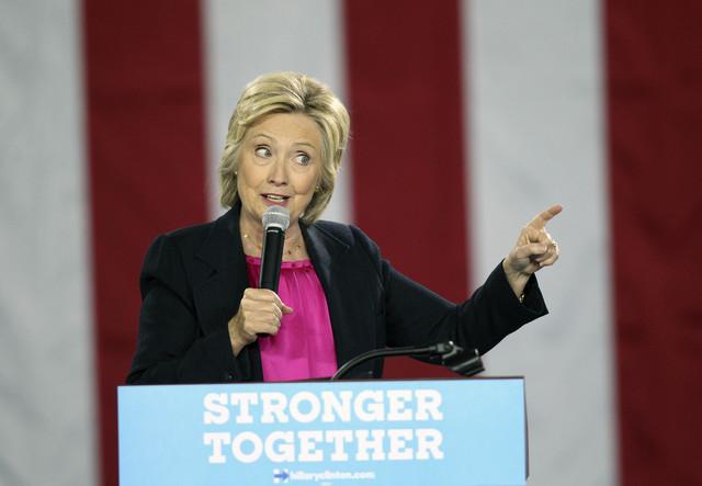 La campaña de la aspirante demócrata Hillary Clinton lanzó mensajes de propaganda electoral en español contra su contrincante Donald Trump, en Nevada y Florida. (Foto archivo Monica Herndon/Ta ...