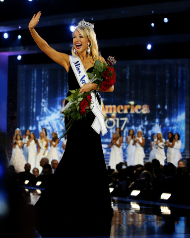 Miss Arkansas Savvy Shields es la nueva Miss America 2017, elegida el domingo 11 en Atlantic City, N.J. (Foto Noah K. Murray/AP).