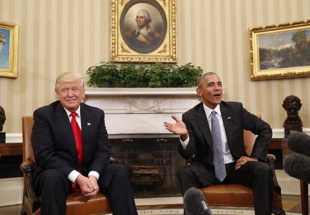 El Presidente Barack Obama (derecha) recibió al Presidente electo Donald Trump en la oficina Oval de la Casa Blanca en Washington, el jueves 10 de noviembre del 2016. (AP Photo/Pablo Martinez Mon ...