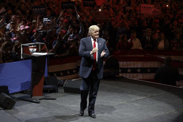 El Presidente electo Donald Trump a su llegada el uno de diciembre del 2016, a un evento en Cincinnati, de agradecimiento a los votantes por su triunfoi. (AP Photo/Evan Vucci).