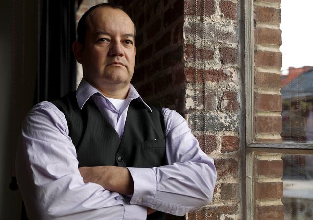 Hector Maldonado, de padres mexicanos, aparece en esta foto del 12 de diciembre del 2016, en St. Louis. Ha jurado como ciudadano, como militar y como miembro del Colegio Electoral por lo que piens ...