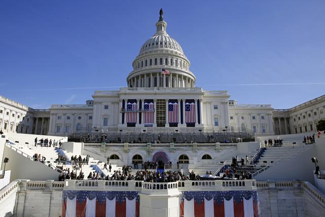 El Capitolio se prepara para la ceremonia de investidura del presidente No. 45 de los Estados Unidos, Donald Trump, en Washington DC. (Patrick Semansky/AP).
