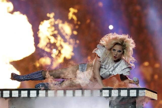 La cantante Lady Gaga actuó durante el show del medio tiempo del partido Patriots vs Falcons, el Super Bowl 51 de la NFL, el domingo 5 de febrero del 2017 en Houston.  (AP Photo/Matt Slocum).