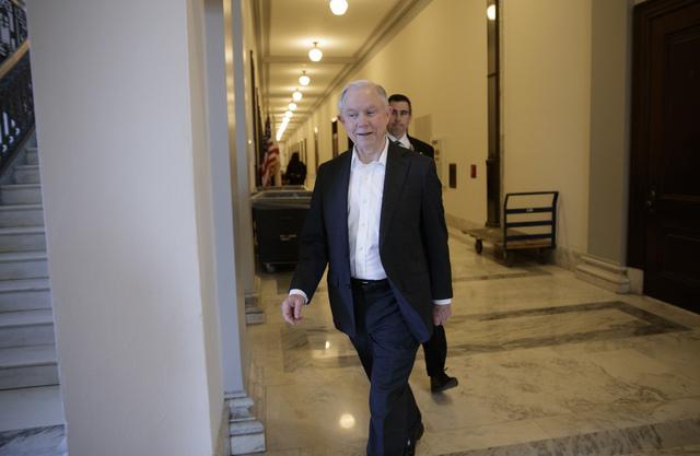 El Senador Jeff Sessions, R-Ala., sale de su oficina en Capitol Hill en Washington la mañana del miércoles 8 de Febrero del 2017. Por la tarde Sessions fue confirmado por el Senado como Secretar ...