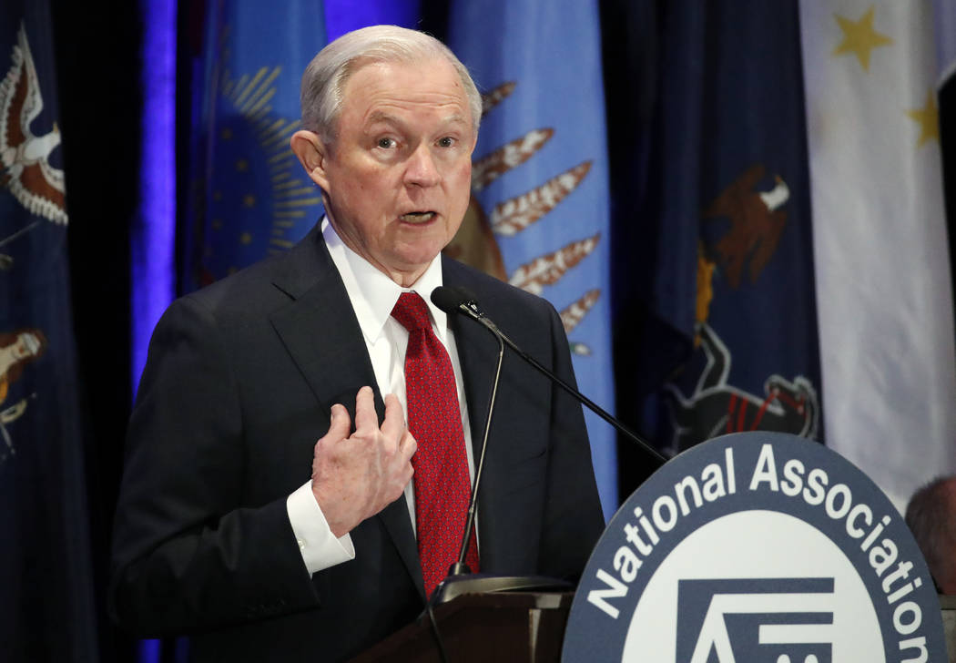 El Procurador General de justicia de la nación, Jeff Sessions, aparece en foto del 28 de marzo del 2017, cuando habló en la reunión anual de la  National Association of Attorneys General en Was ...