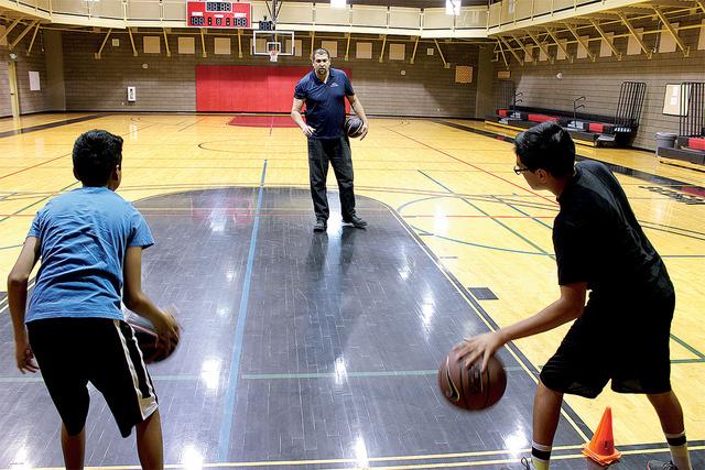 Carvajal espera juntar por lo menos 2 equipos de baloncesto de niños y niñas e invita a los chicos se integren a las clases que imparte gratis los sábados en Tupak Community Center. Foto El Tie ...