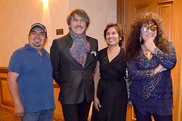 Sofía Ocampo y su hermana Bartolo junto a Amanda y Diego, el sábado 23 de julio de 2016, en la presentación de la pareja en el Casino Texas Station. Foto El Tiempo