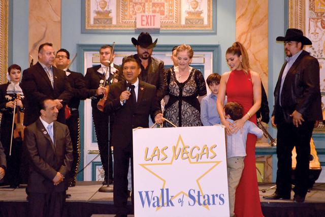 La Reina Grupera junto a su familia, y personalidades de Las Vegas Foto/El Tiempo