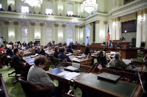 Miembros del Colegio Electoral de California, en la Cámara de la Asamblea estatal, emiten su voto para elegir al presidente y vicepresidente de los Estados Unidos, el 19 de diciembre del 2016 en  ...