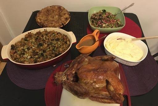 En esta foto del 14 de octubre del 2016 se aprecia una cena para el Día de Acció de Gracias, preparada por Martha & Marley Spoon, en New York. (AP Photo/Bree Fowler).