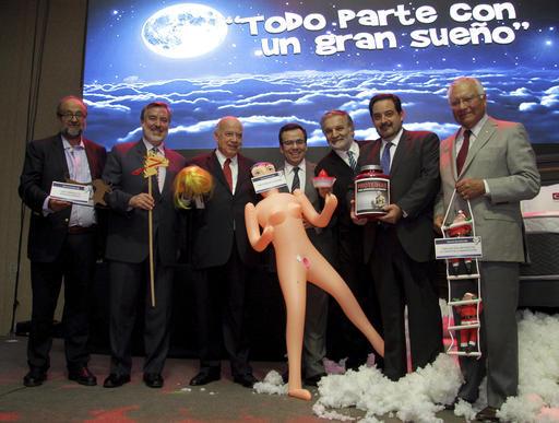Desde la izquierda: Roberto Paiva, director de ProChile;  Senador y aspirante presidencial Alejandro Guillier; exsecretario general de la OEA, Jose Miguel Insulza; Luis Cespedes, ministro de Econo ...