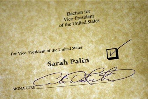 El Colegio Electoral de EEUU vota este lunes 19 de diciembre del 2016. En esta foto de archivo se ve una parte de un voto en favor de la candidata republicana a vicepresidenta Sarah Palin, en el C ...