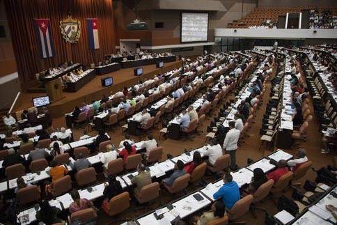 Miembros de la Asamblea Nacional de Cuba se reunieron en su sesión bianual el 27 de diciembre del 2016, en La Habana, Cuba. (Ladyrene Perez, Cubadebate via AP).