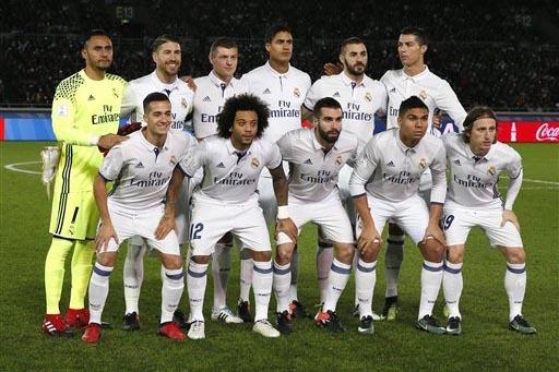 El equipo de fútobol Real Madrid posó para la foto antes del partido contra el equipo Kashima Anlters, de Japón, en el Torneo de la FIFA Copa Mundial de Clubes, en Yokohama, cerca de Tokyo, Jap ...