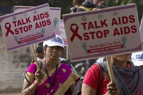 Trabajadores de la salud, estudiantes y voluntarios participaron en una manifestación para marcar el Día Mundial de la Lucha contra el SIDA, y aprovecharon para promover la prevención en la loc ...