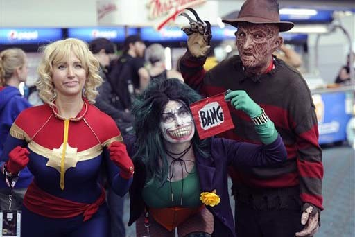 En esta foto de archivo de un evento de Comic Con, de Julio del 2016, en San Diego, aparece gente con disfraces. A la derecha Freddy Krueger. El domingo 30 de octubre un hombre en San Antonio Texa ...