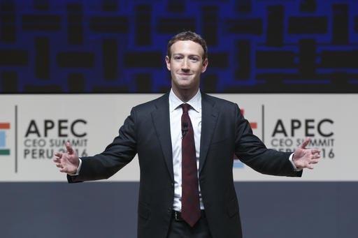 Mark Zuckerberg, presidente y director general de Facebook, aparece en esta foto del 19 de noviembre del 2016, cuando habló en la Cumbre anual de la Asia Pacific Economic Cooperation (APEC) en Li ...