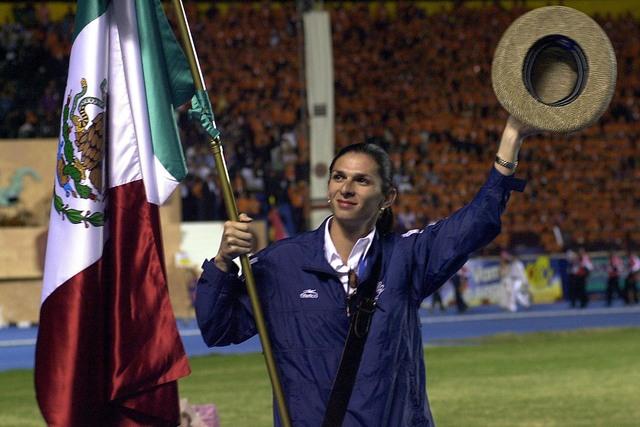 La atleta mexicana Ana Gabriela Guevara aparece en esta foto de archivo el 23 de noviembre del 2002 en San Salvador, El Salvador, durante los juegos deportivos regionales. Guevara es medallista ol ...