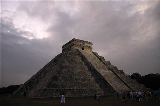 Templo de Kukulkan en el centro ceremonial Chichen Itza, en Yucatán, sureste de Mexico,en foto de 21 de diciembre del 2012. (Foto archivo AP/Israel Leal).