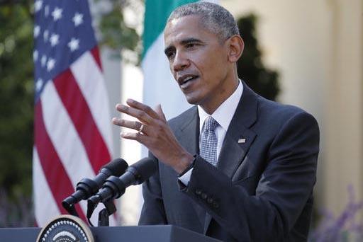 El Presidente Barack Obama responde preguntas --entre ellas una sobre la denuncia de Donald Trump de un presunto fraude electoral-- durante una conferencia de prensa con el primer ministro de Ital ...
