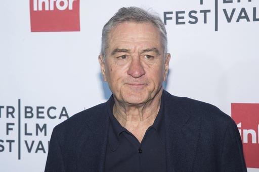 """El actor Robert De Niro aparece en esta foto de abril 21 del 2016, cuando atendió el 40 aniversario de la película """"Taxi Driver"""", en el """"Tribeca Film Festival in New York"""". Aparte, De Niro se un ..."""