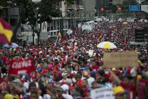 Seguidores del presidente de Venezuela, Nicolás Maduro, se manifiestan en su apoyo, ignorando el llamado de la oposición a quedarse en sus hogares, en Caracas, Venezuela, el 28 de Octubre del 20 ...
