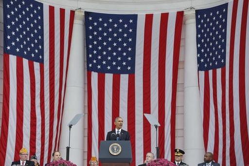 El presidente Barack Obama dijo que las fuerzas armadas son inspiración de unidad para el país, durante su homenaje en el Día de los Veteranos, en el Memorial Amphitheater del Cementerio Nacion ...