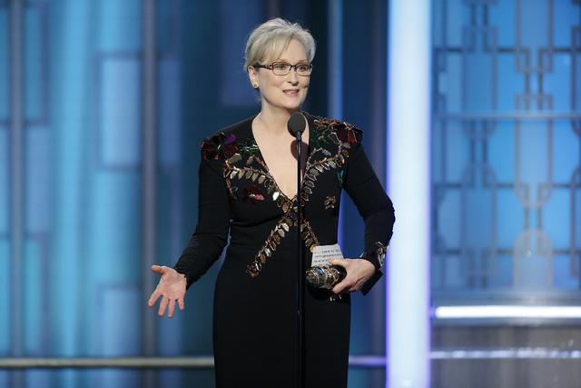 """Imagen de la NBC muestra a Meryl Streep aceptando el premio """"Cecil B. DeMille"""", en la 74th Annual Golden Globe Awards, en el Beverly Hilton Hotel en Beverly Hills, Calif., el domingo 8 de enero de ..."""