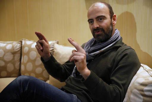 """Kinan Azmeh, de 40 años, un músico de origen sirio visto aquí en Libano el 29 de enero del 2017, fue uno de los miles de viajeros con """"green card"""" de EEUU que quedaron varados por las acciones  ..."""