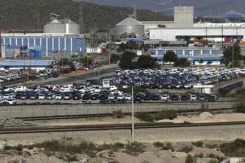 Planta de General Motors en Ramos Arizpe, Coahuila, México, en foto de archivo del 21 de noviembre del 2013. Los comentarios del presidente electo Donadl Trump sobre la industria automotriz han d ...