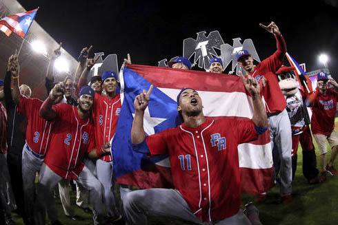 """Jugadores del equipo """"Criollos de Caguas"""", de Puerto Rico, celebran luego de ganar la final del campeonato de Beisbol Serie del Caribe 2017, en Culiacán, México, el 7 de febrero del 2017. Crioll ..."""