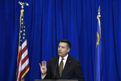 El gobernador de Nevada Brian Sandoval en foto de archivo el 10 de diciembre del 2015, cuando infromó de la llegada de la empresa Faraday Future, a North Las Vegas. Sandoval habló el 25 de enero ...